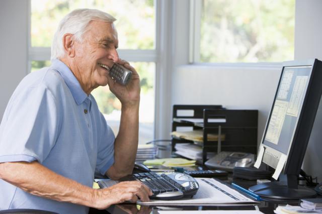Как расчитывается пенсия работающего пенсионера